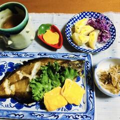 ランチョンマット/焼き魚/我が家の夕食/おうちごはん/100均 🍚我が家の夕食🥢 焼き魚(カレイ) 卵焼…