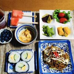 ホヤ/お盆残り物/焼きそば/太巻き寿司/100均/フォロー大歓迎/... 🍚我が家の夕食🥢 太巻き寿司🥚🥒 焼きそ…