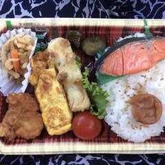 弁当/ランチ 🍚今日のランチ🥢 職場で注文のお弁当はシ…