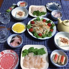ランチョンマット/地元食材/帆立の刺身/我が家の夕食/おうちごはん/うちの定番料理 🍚我が家の夕食🥢 帆立の刺身。 高野豆腐…