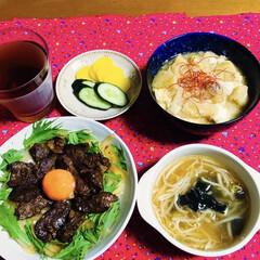 もやし・ワカメのスープ/カルビ丼/フォロー大歓迎 🍚我が家の夕食🥢 カルビ丼。 もやし・ワ…