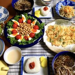 サラダ/蕎麦/LIMIAごはんクラブ/わたしのごはん/おうちごはんクラブ/フード 🍥昨夜の夕食🥢 お蕎麦。 かき揚げ。 お…