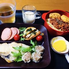 おつまみ おやつ 魚肉 丸大食品 NEW バーガー 144g×1個(魚肉ソーセージ)を使ったクチコミ「🍚我が家の夕食🥢 焼き魚。 シュウマイ。…」