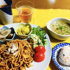 ポテトサラダ/食用菊/竹輪/もやしスープ/鮭ワカメおにぎり/パスタ 🍝我が家の夕食🍽 和風パスタ(オイスター…