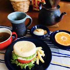 マフィンサンド/津軽金山焼き/食器/我が家の朝ゴパン/limiaキッチン同好会/セリア/... 🥯我が家の朝ゴパン☕️ マフィンサンド。…