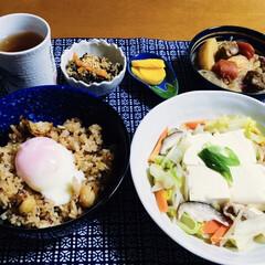 肉じゃが/温泉卵/温野菜/我が家の夕食/炊き込みご飯/古代米/... 🍚我が家の夕食🥢 古代米を頂き、帆立・栗…