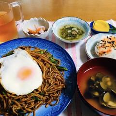 永谷園 おとなのふりかけミニ その2 1個(ふりかけ)を使ったクチコミ「🍚我が家の夕食🥢 焼きそば。 しじみ汁。…」