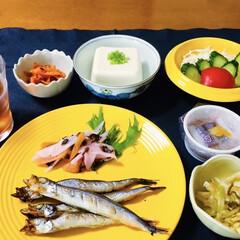 ランチョンマット/我が家の夕食/フォロー大歓迎/我が家のテーブル 🍚我が家の夕食🥢 焼き魚(ししゃも) ミ…