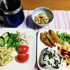 三島食品 炊き込みわかめ しょうゆが香る 30g(イカ惣菜、加工品)を使ったクチコミ「🍚我が家の夕食🥢 卵焼き🥚 わかめご飯。…」