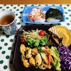 ムール貝/タッパー/おうちごはん/雑貨/100均 🍚我が家の夕食🥢 ムール貝・野菜達のバジ…