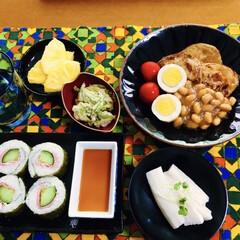 真似っこアレンジ料理/ささぎ天ぷら/じゃがいもと豆のバター醤油煮/じゃがいもレシピ/ハムきゅうりの太巻き/我が家の夕食/... 🍚我が家の夕食🥢 ハム・きゅうり太巻き。…