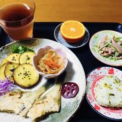 おつまみ おやつ 魚肉 丸大食品 NEW バーガー 144g×1個(魚肉ソーセージ)を使ったクチコミ「🍚我が家の夕食🥢 皮剥ぎ唐揚げ(昨日の残…」
