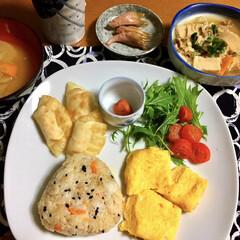 LIMIAごはんクラブ/フォロー大歓迎/わたしのごはん/おうちごはんクラブ/私の手作り 🍚昨夜の1人夕食🥢 炊き込みご飯。 卵焼…