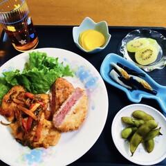 ハムカツ/チキンケチャップ焼き/我が家の夕食/セリア/時短レシピ/スタミナご飯/... 🍚我が家の夕食🥢 チキン・パプリカのケチ…