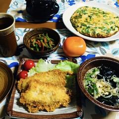 ささぎ・人参炒め/チヂミ/柿/スープ/いわしフライ/我が家の夕食/... 🍚我が家の夕食🥢 いわしフライ。 もやし…