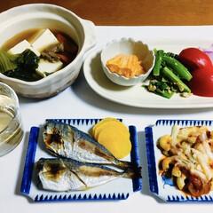 我が家の夕食/ランチョンマット/フォロー大歓迎/我が家のテーブル 🍚我が家の夕食🥢 焼き魚(アジ) マカロ…