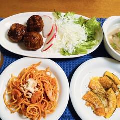 ナポリタン/甘酢肉団子🧆/100均 🍝我が家の夕食🍴 ナポリタン🍝 かぼちゃ…