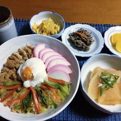 キツネ丼/我が家の夕食/ピンク/太子食品/味付き油揚げ 🍚我が家の夕食🥢 キツネ丼。 大根煮物。…