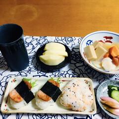 我が家の夕食/おにぎり/魚肉ハム/煮物/帆立貝柱/おうちごはん 🍙我が家の夕食🥢 おにぎり・魚肉ハムにぎ…