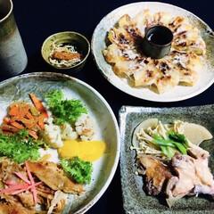 ごぼう・人参味噌炒め/魚・大根煮物/牛肉玉ねぎ炒め/餃子 🍚我が家の夕食🥢 牛肉玉ねぎ炒め。 魚と…