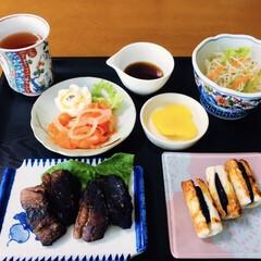 白身魚にのりわさび珍味/竹輪/マグロステーキ/我が家の夕食/簡単/ラク家事/... 🍚我が家の夕食🥢 マグロステーキ。 竹輪…