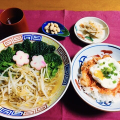 キムチ丼/ヤクルトラーメン/インスタントラーメン/ピンク 🍜我が家の夕食🥢 キムチ丼。 ヤクルトの…