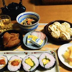 たこ焼き/年度始め/太巻き/我が家の夕食/100均/limiaキッチン同好会 🍚我が家の夕食🥢 太巻き寿司。 大根辛子…(1枚目)