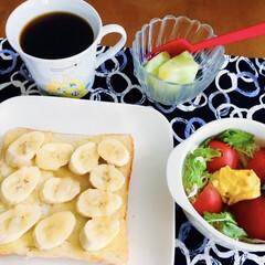我が家の朝ゴパン/おうちごはん/100均/セリア/時短レシピ 🍞我が家の朝ゴパン☕️ バナナ・蜂蜜オー…