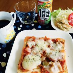 野菜ジュース/ピザトースト/我が家の朝ゴパン/セリア/100均 🍞我が家の朝ゴパン🍴 ピザトースト。 ご…