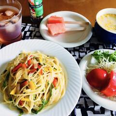 日清オイリオ/BOSCOエキストラバージンオリーブオイルGreen&Fresh456g瓶(オリーブオイル)を使ったクチコミ「🍽今日のランチ🍽 パスタ。 野菜サラダ🥗…」