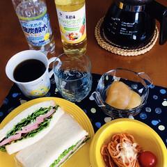 ブラジルコーヒー/津軽金山焼き/ビビットカラー/健康飲料/健康志向/お気に入り食器/... 🥪我が家の朝ごパン🥪 ハムサンド。 ナポ…(1枚目)
