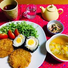 メンチカツ/玉葱スープ/フォロー大歓迎/LIMIAファンクラブ/至福のひととき/LIMIAごはんクラブ/... 🍚昨夜の夕食🥢 メンチカツ。 小玉ねぎコ…
