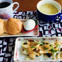 モカコーヒー/バターロールパン/クリームスープ/野菜オーブン焼き/茹で卵/我が家の朝ゴパン/... 🥖我が家の朝ゴパン☕️ バターロール。 …