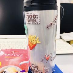 最近買った100均グッズ/蓋付きマグ/ダイソー/防水防熱シール/午後のコーヒータイム ☕️蓋付きマグ☕️ ダイソーで発見👍 味…(2枚目)