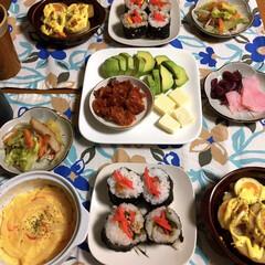 LIMIAごはんクラブ/わたしのごはん/おうちごはんクラブ/私の手作り 🍚昨夜の夕食🥢 中華風の茶碗蒸し。 太巻…