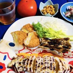 柿/大豆煮/カニカマサラダ/クリームコーンコロッケ/イカ焼き/我が家の夕食 🍚我が家の夕食🥢 イカ・スコンキーマヨ焼…