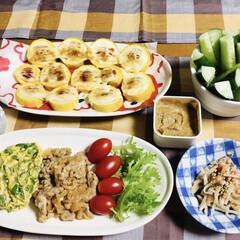 豚肉・玉ねぎ炒め/ごぼう・人参サラダ/ピーマン/スティックきゅうり/ズッキーニ/我が家の夕食/... 🍚我が家の夕食🥢 豚肉玉ねぎ炒め。 ピー…