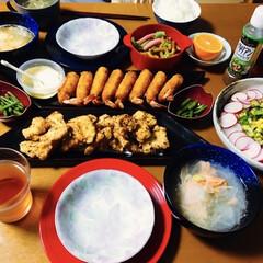 鮭スープ/コーンサラダ/エビフライ/唐揚げ/我が家の夕食/おうちごはん/... 🍚我が家の夕食🥢 エビフライ🍤 唐揚げ。…