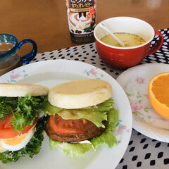 我が家の朝食/サンドイッチ/ランチョンマット/我が家のテーブル/フォロー大歓迎/リミアな暮らし/... 🥪我が家の朝食☕️ サンドイッチ。 クリ…