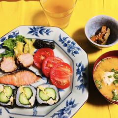 太巻き寿司/雨季ウキフォト投稿キャンペーン/フォロー大歓迎/LIMIAファンクラブ/至福のひととき/LIMIAごはんクラブ/... 🍚昨夜の夕食🥢 ワンプレにしてみました。…