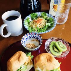 モカコーヒー/サンドイッチ/きな粉ヨーグルト/地元食材/サラスパ/我が家の朝ゴパン/... 🍞我が家の朝ゴパン☕️ 卵サンド。 サラ…