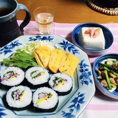 玉子焼き/ミョウガ/太巻き/フォロー大歓迎 🍚我が家の夕食🥢 太巻き。 鶏肉・ネギ炒…