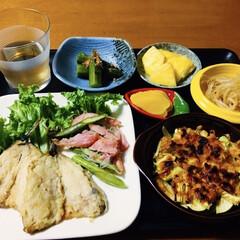 もやし/オクラ/アスパラベーコン/ズッキーニチーズ焼き/イワシ天ぷら/おうちごはん/... 🍚我が家の夕食🥢 イワシ天ぷら。 アスパ…