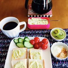 トースト/モカコーヒー/きな粉ヨーグルト/キウイ/アボカドディップ/我が家の朝ゴパン/... 🍞我が家の朝ゴパン☕️ トーストにアボカ…