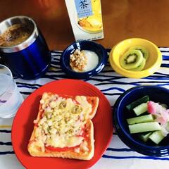 我が家の朝ゴパン/雑貨/おうちごはん/100均/セリア 🍞我が家の朝ゴパン☕️ ピザトースト。 …