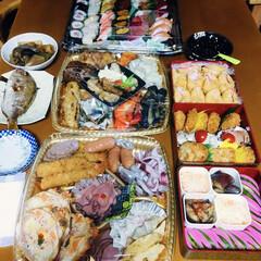 吹雪の正月/握り寿司/2段オードブル/おせち料理/寒波/年始/... 🎍我が家のおせち🥢 握り寿司🍣 二段オー…(1枚目)