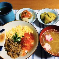 恵方巻き/ダイソー/セリア/100均/最近買った100均グッズ 🍚我が家の夕食🥢 三色丼。 蒸しさつま芋…