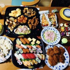 海老・蟹のオードブル/焼き蟹/我が家の夕食/ハッピーハロウィン/オードブル/握り寿司/... 🎃我が家の夕食🥢 happybirthd…