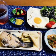 アイナメ/煮魚/ご飯/セリア/100均/フォロー大歓迎/... 🍚我が家の夕食🥢 煮魚(アイナメ) 野菜…(1枚目)