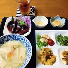 我が家の夕食/ビール漬け/厚揚げ豆腐/野菜かき揚げ/地元食材/山菜/... 🍚我が家の夕食🥢 カツオたたき。 野菜か…